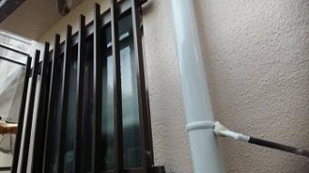 真っ白で艶やかな雨樋