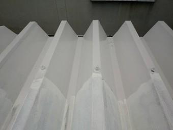 折板屋根中塗り塗装
