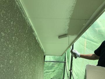 軒天井ローラー塗り