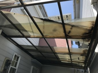 風災被害にあった屋根