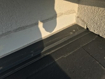 壁際の板金
