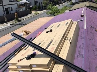 屋根材荷上げ