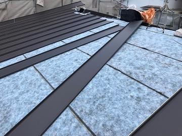 屋根材間配り
