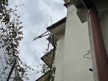 大和高田市で風害による屋根上の倒壊したアンテナの調査に伺いました
