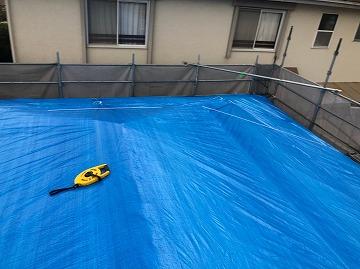 香芝市にて屋根補修の応急処置(棟板金)