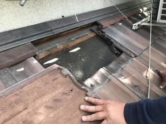 既存の瓦の撤去