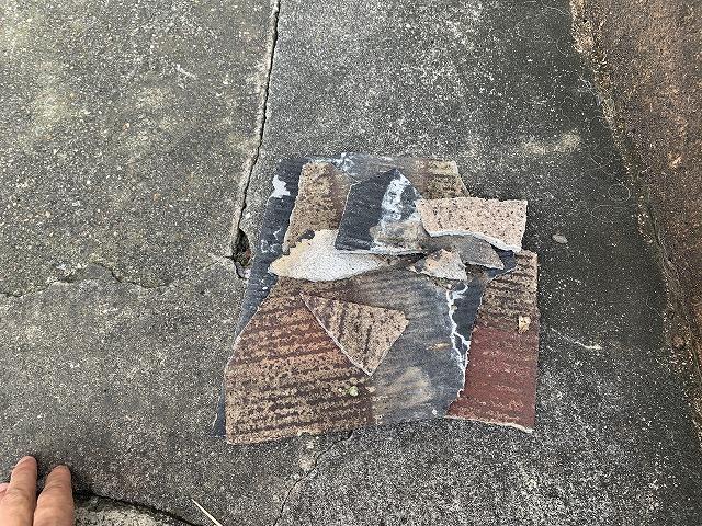 落ちた屋根材