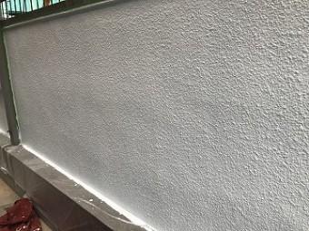 塀の中塗り