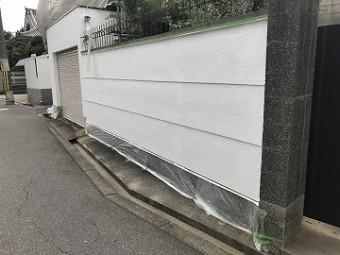 塀の中塗り終了