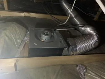 天井裏から見た換気扇