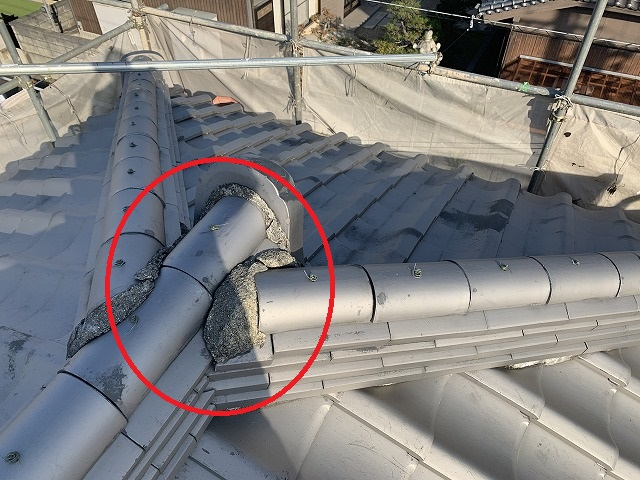 橿原市で瓦屋根の漆喰詰め直し工事を施工しております