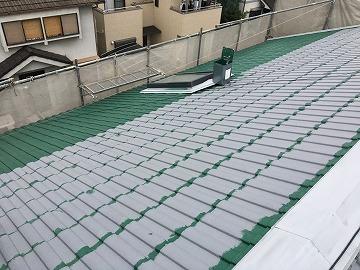 塗装中の屋根