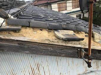 損傷した2階の屋根
