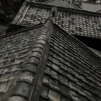 古い瓦屋根