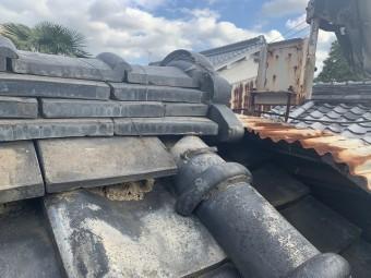 瓦屋根とトタンの継ぎ目