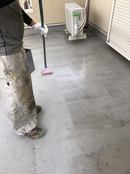 下塗り作業