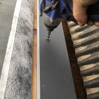 ステンレス鉄用ビスで固定