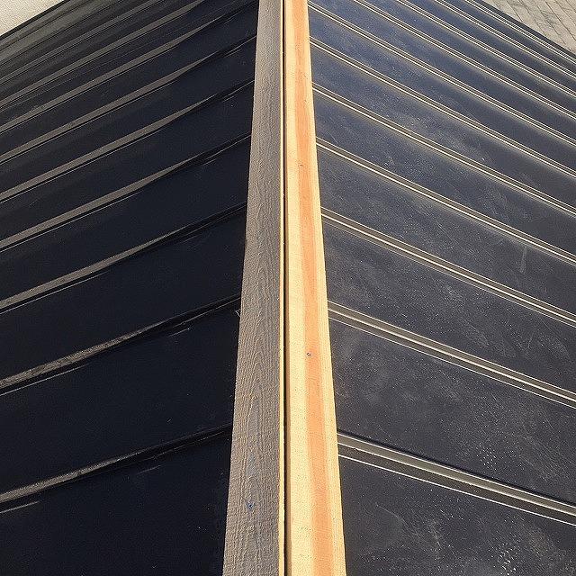 大和高田市で雨漏りした屋根のリフォームを行っております。
