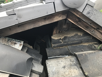 天井に繋がる穴